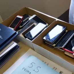 Via libera allo smartphone in classe Ecco le 10 regole per docenti e studenti