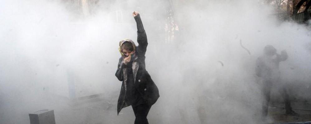 Rivolta in Iran Paese spaccato