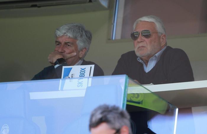 Atalanta's head coach Gian Piero Gasperini (L)