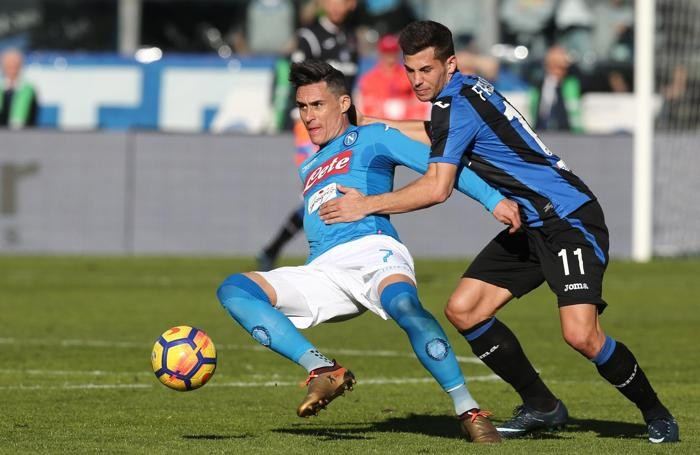 Atalanta's Remo Freuler (R) and Napoli's forward Jose Callejon
