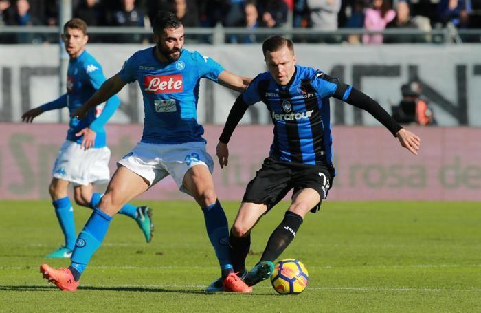 Atalanta's Josip Ilicic (R) and Napoli's defender Raul Albiol
