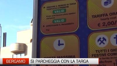 Bergamo - Nelle strisce blu si parcheggia con il numero di targa