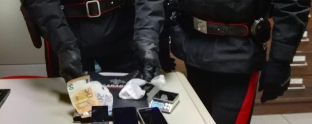 Bonate Sotto, con la cocaina tenta la fuga Aggredisce i carabinieri: arrestato