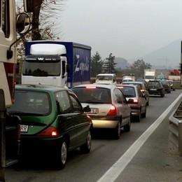 Incidente sulla Briantea Ribaltate due auto: lunghe code