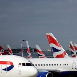 L'aereo per Mauritius sta per partire Arrestato il pilota: era ubriaco