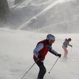 Quattro metri di neve scesi a Cervinia Nella Bergamasca vento a 140 km/h