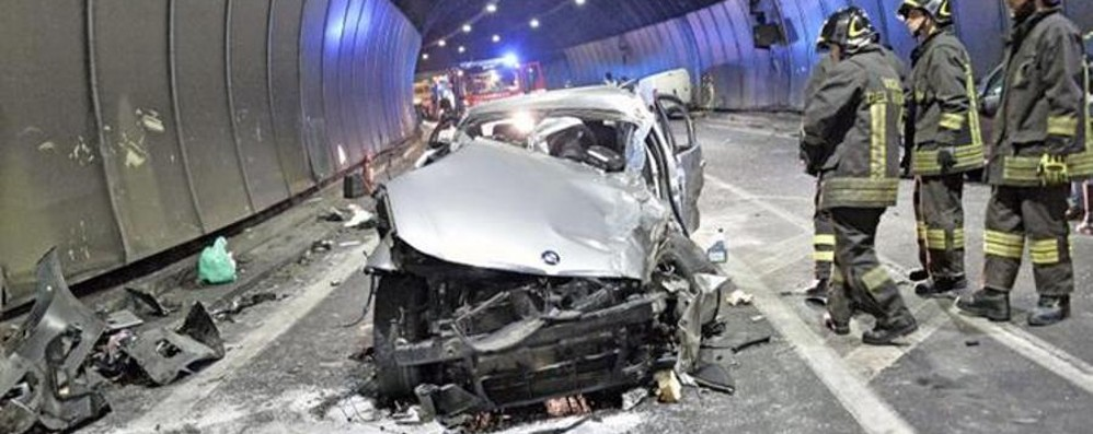 Senza patente, ubriaco e non assicurato Sebino, provoca incidente con sei feriti