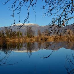 Specchio nel lago