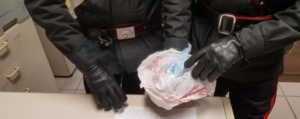 38enne con la cocaina in casa Aggredisce carabiniere: in manette