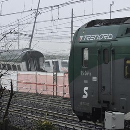Il giorno dopo, in viaggio nella nebbia «Le lacrime davanti al treno spezzato»