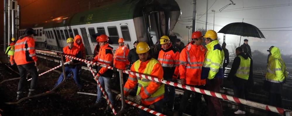 La rabbia dei pendolari dopo la tragedia «C'è paura, noi non siamo al sicuro»