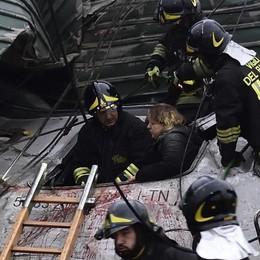 «Accovacciati tra i sedili del treno Ecco come ci siamo salvati»