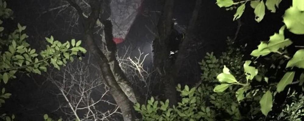Cade col parapendio e resta incastrato 41enne soccorso sui Colli di San Fermo
