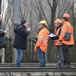 Treno deragliato, le anomalie evidenziate Operai Rfi sorpresi nell'area sequestrata