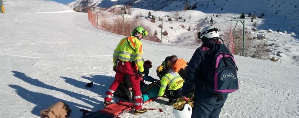 Snowboard,16enne cade:trauma cranico Allerta sicurezza, le regole sulle piste