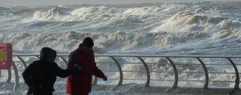 La tempesta Eleanor sferza l'Europa Voli nel caos, centinaia quelli cancellati