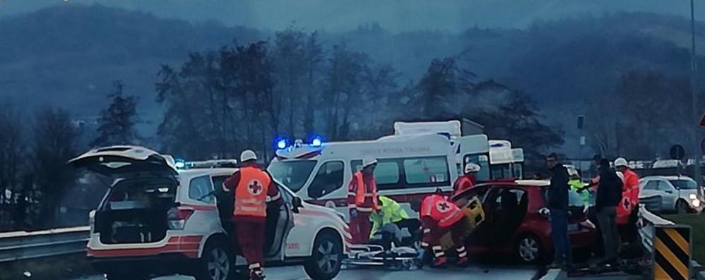 Schianto tra auto fuori la Montenegrone Traffico in tilt per tre ore, 5 feriti a Pedrengo