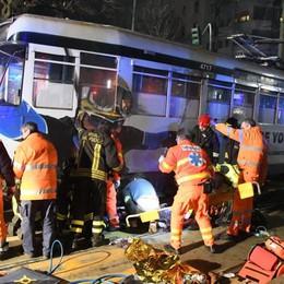 Investita da un tram a Milano Incastrata per un'ora: grave  19enne