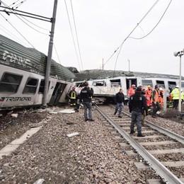 Pioltello, gru per rimuovere le carrozze Ancora caos treni e viaggi lumaca in bus