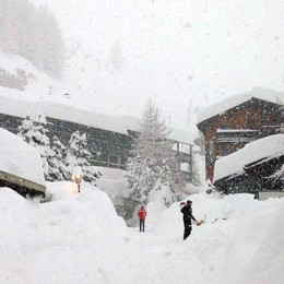 Due metri di neve, Cervinia isolata Bloccati oltre 10 mila turisti - Foto