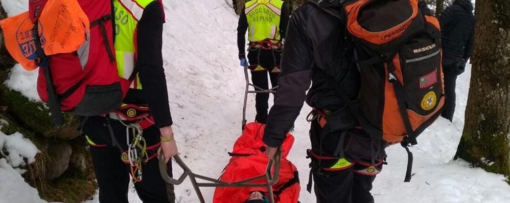 Scivola sul ghiaccio - Foto Ad Ardesio soccorso 70enne