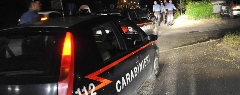 Ubriaco e senza patente fugge all'alt Inseguimento e due carabinieri feriti