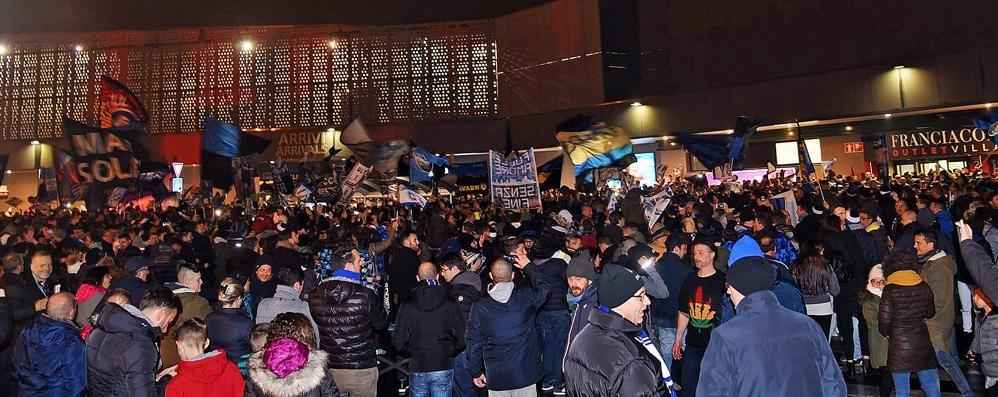«Non si può bloccare così l'aeroporto» Le proteste dopo la festa nerazzurra