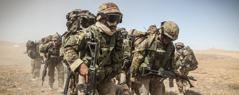 6ee3cf07c9bd Guerre e missioni di pace in un clic Racconto dei fotografi che rischiano la  vita