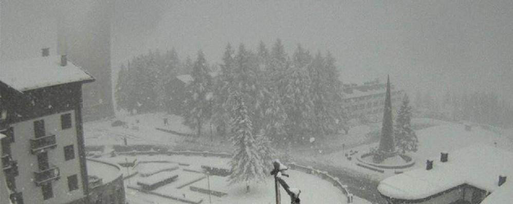 Slavina su condominio a Sestriere La neve  sfonda porte, nessun ferito