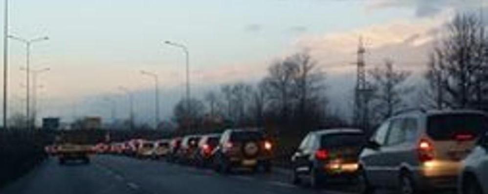 Traffico in tilt nella zona dell'ospedale Chiuso un tratto di via M.L. King