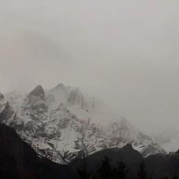 Bergamasca, ecco la prima neve Le foto delle nostre montagne - Il video
