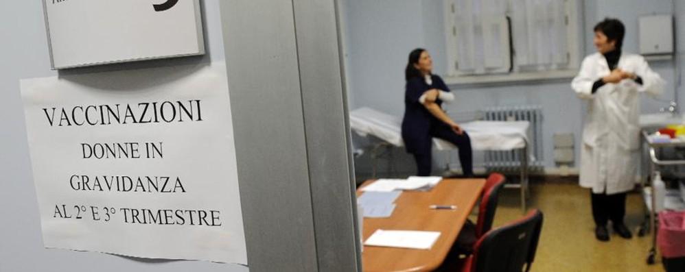 Pertosse, parte la campagna Ats  «Fate il vaccino in gravidanza»