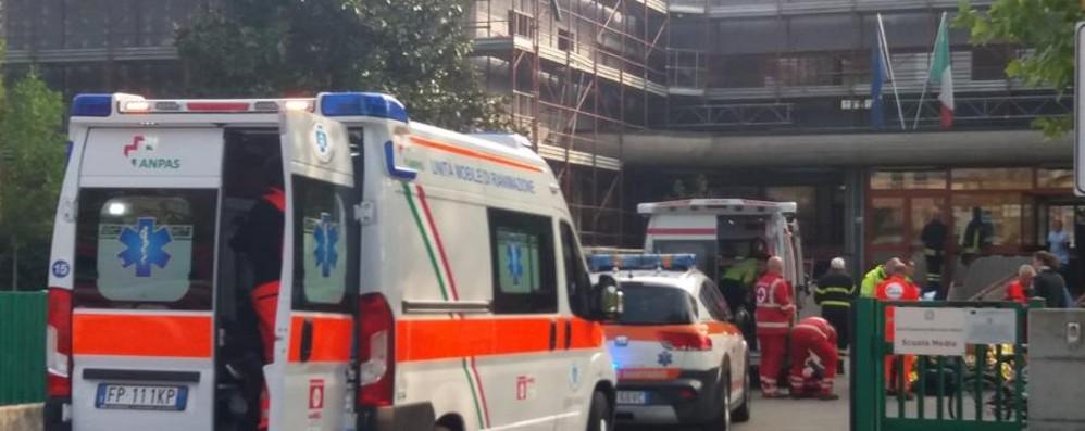 Evacuata la scuola media di Terno Polveri da un cantiere: sei intossicati