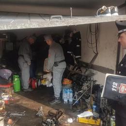 Officine abusive nei garage a Zingonia Lavoratori in nero e oli esausti  - Video