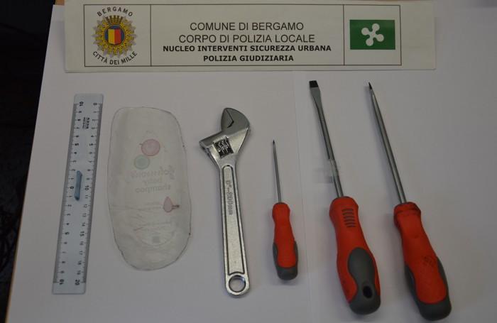 Gli attrezzi usati per i furti di appartamenti