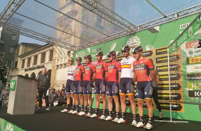 Il team Barhain Merida alla partenza di Bergamo