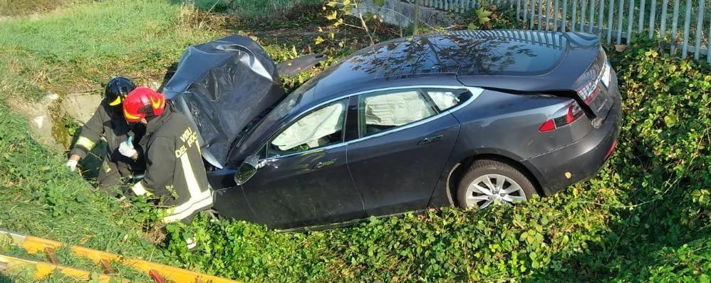 Mornico, auto fuori strada Coppia 60enne in ospedale