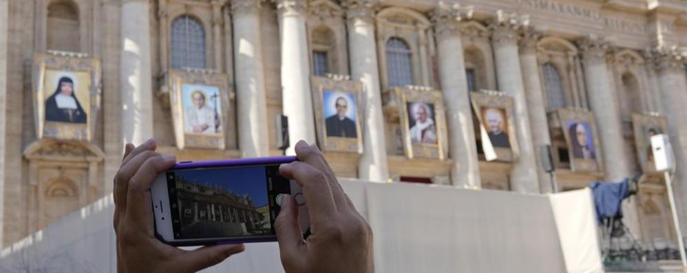 Paolo VI diventa santo con Oscar Romero Con loro anche il bergamasco don Spinelli