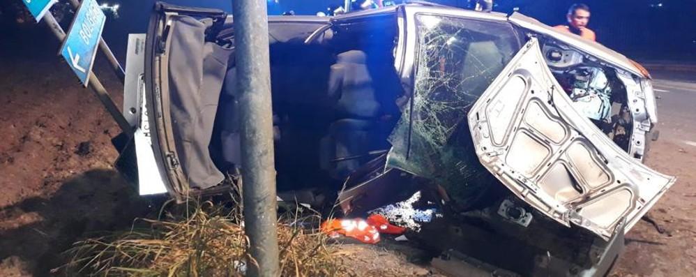 Telgate, pauroso incidente all'alba Auto distrutta,  quattro giovani in ospedale