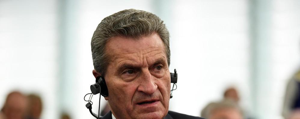 Oettinger, non mi preoccupa Italia, ma cambio euro/dollaro