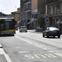 Marciapiedi larghi e senso unico Cambia la viabilità in via Tiraboschi