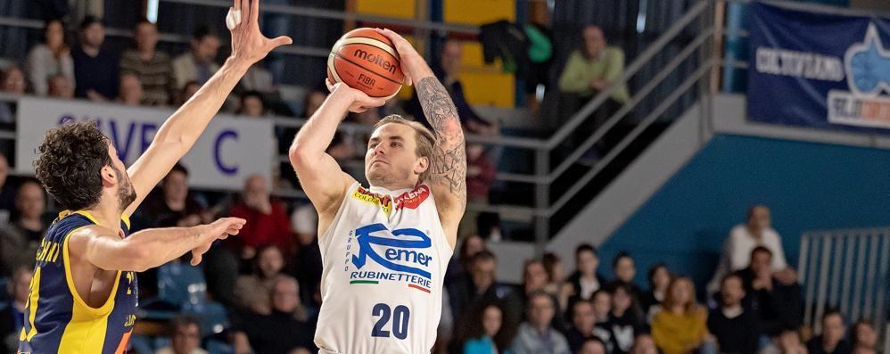 Tiri liberi sul basket orobico Cin cin al Bergamo, Remer deludente