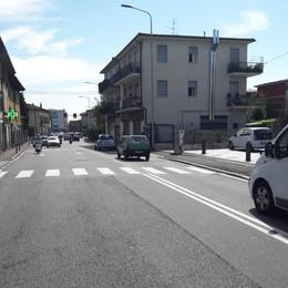 Travolto a piedi in via Ruggeri da Stabello Rondò delle Valli, rallentamenti al traffico