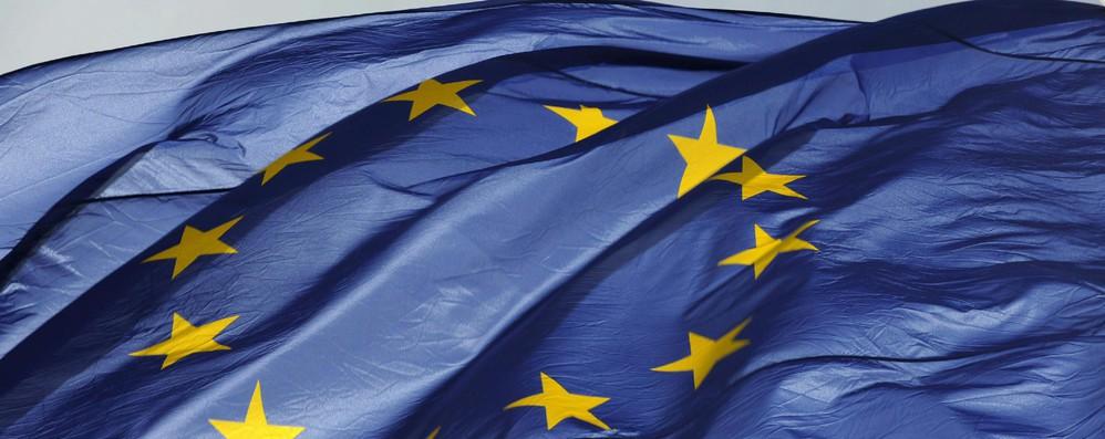 65% italiani favorevoli euro, ma i meno entusiasti nell'Ue