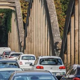 Incidente su ex statale Briantea Code per ponte di Brivio: traffico in tilt
