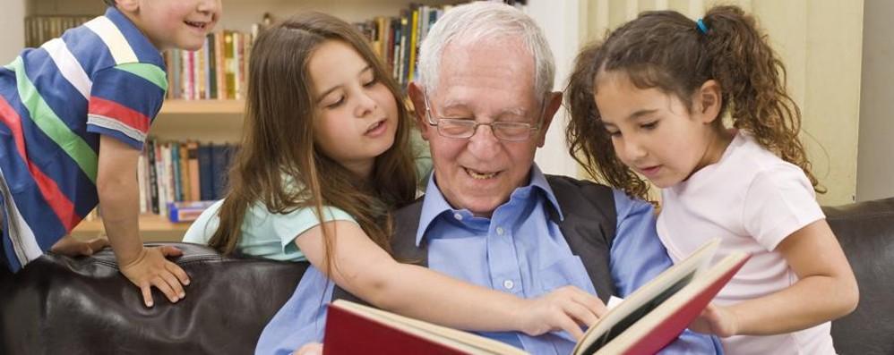 Nonni super, presenza insostituibile E uno su tre aiuta il bilancio familiare
