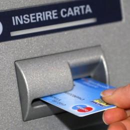 Ruba il bancomat al paziente in ospedale Preleva mille euro: 16 mesi all'infermiere
