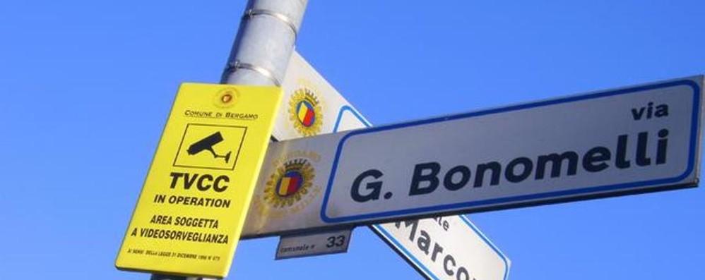 «Sequestro delle bici sui marciapiedi» In via Bonomelli ordinanza anti spaccio