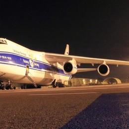 Orio, maxi aereo cargo russo -Video Caricato un «pezzo» da 62 tonnellate