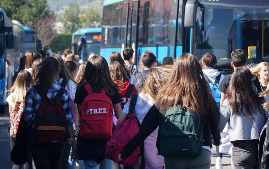 «Vado a scuola sicuro», genitori in campo dopo la tragedia dei bus a Gazzaniga